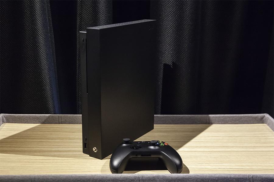 Xbox One X本体
