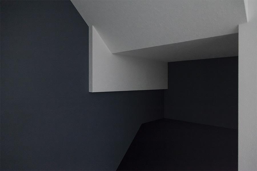 階段下のクロス